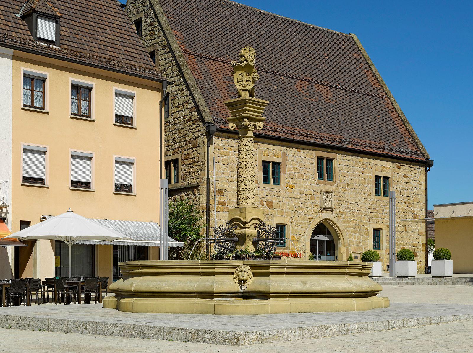 ©Bernhard J. Lattner, Heilbronn - Marktbrunnen mit Großer Kelter